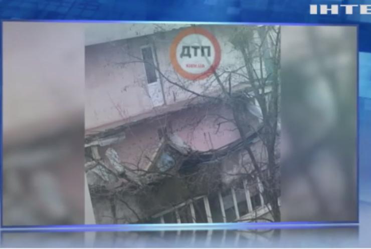 У житловому будинку Києва обвалився балкон
