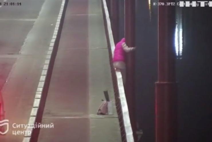 Патрульні Дніпра врятували дівчину-самогубця
