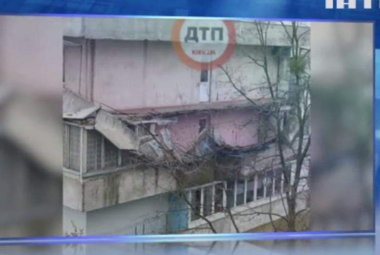 У Києві упав балкон дев'ятиповерхівки