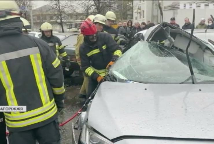 У Запоріжжі маршрутка протаранила легковик: загинула пасажирка