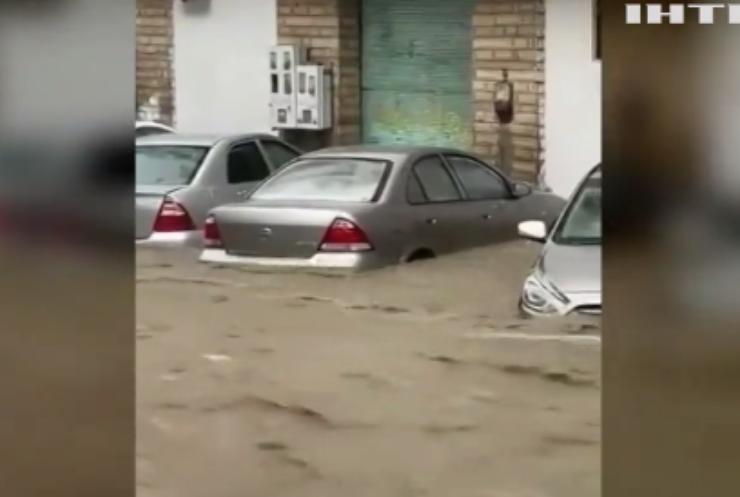 Мекку затопило: автомобілі опинилися по вікна у воді