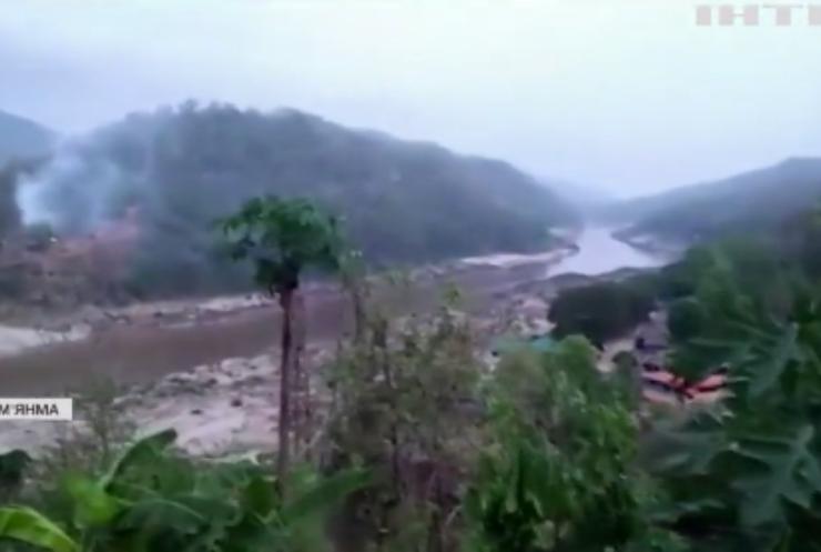 У М'янмі повстанці проти хунти захопили кілька військових об'єктів