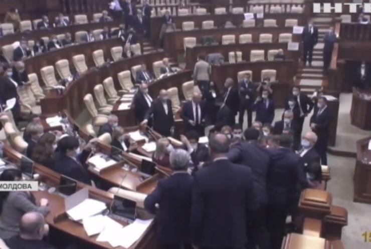 Президентка Молдови розпустила парламент