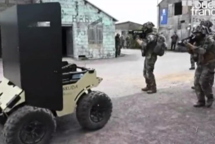 Французькі військові випробовували механічного пса