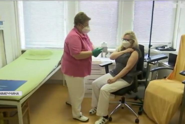 Німецькі сімейні лікарі долучилися до вакцинації проти COVID-19