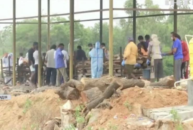 Ситуація з COVID-19 в Індії: померлих скидають просто у річку