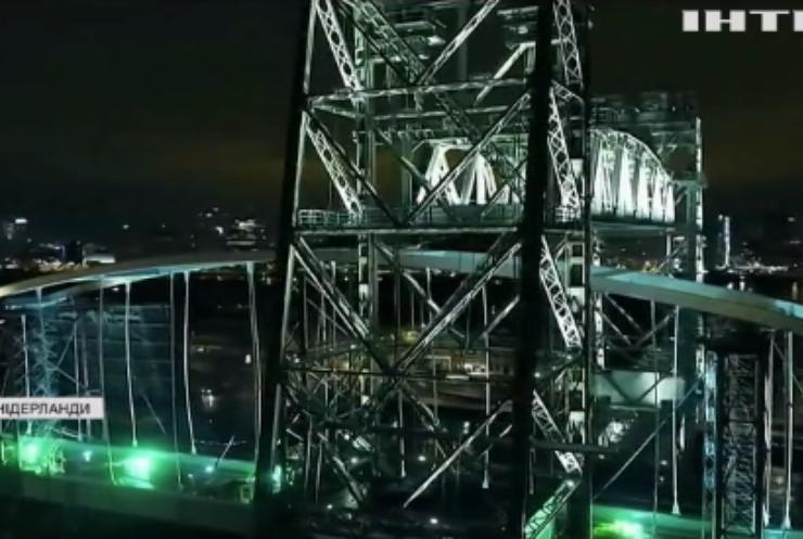 До Роттердама привезли арку для нового мосту