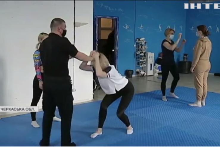 Черкаська поліція навчала містянок самообороні