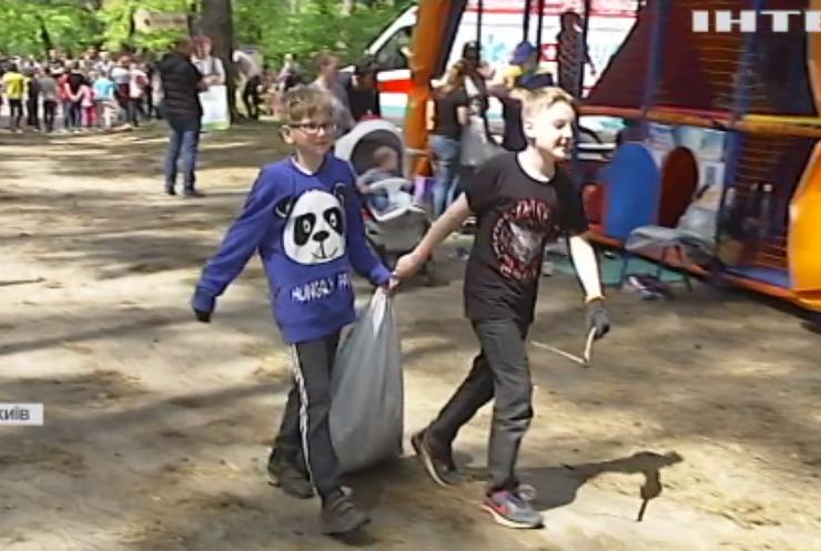 Еко-забіг у Києві: діти змагалися і збирали сміття