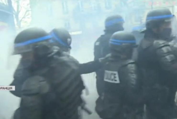 У Парижі маніфестація переросла в зіткнення з поліцією