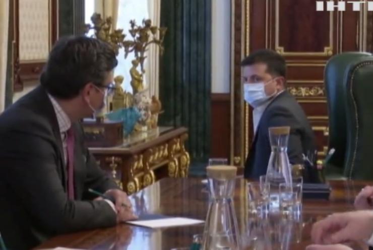 Президент України вимагає прискорити вакцинацію проти коронавірусу