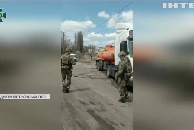 На Дніпропетровщині викрили нелегальний нафтопереробний завод