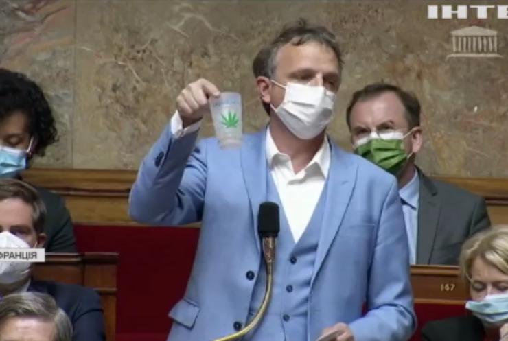 У французький парламент принесли косяк марихуани