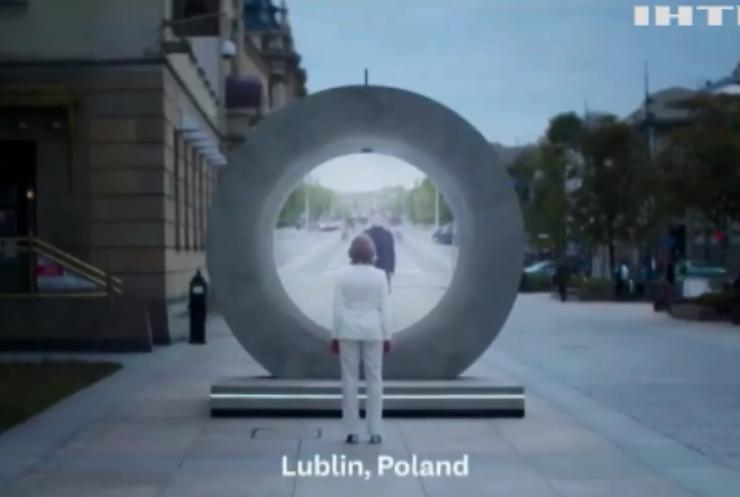 У Литві та Польщі на вулицях з'явились портали
