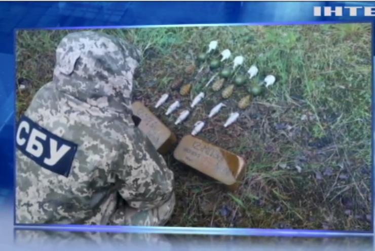 На Луганщині виявили три схрони зі зброєю