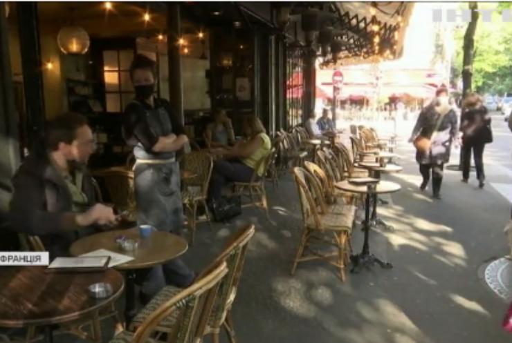 Франція повертається до звичного життя: як реагують жителі?