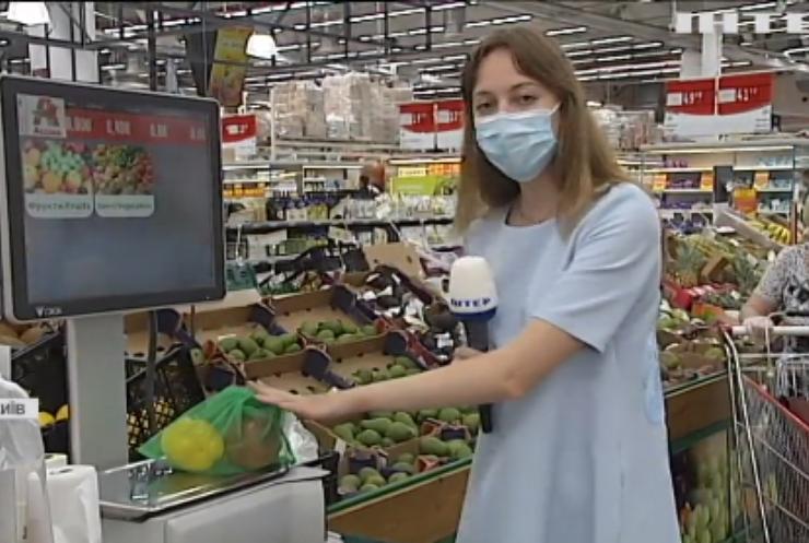 Зберегти довкілля: як українці відреагували на заборону пластикових пакетів?