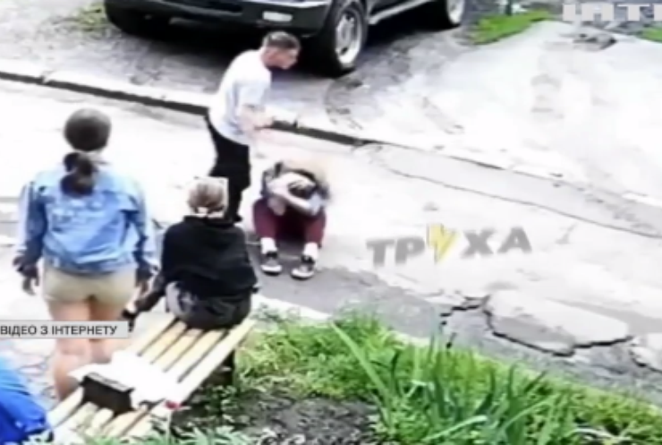 Поліція Харкова затримала підлітка, який побив дівчину