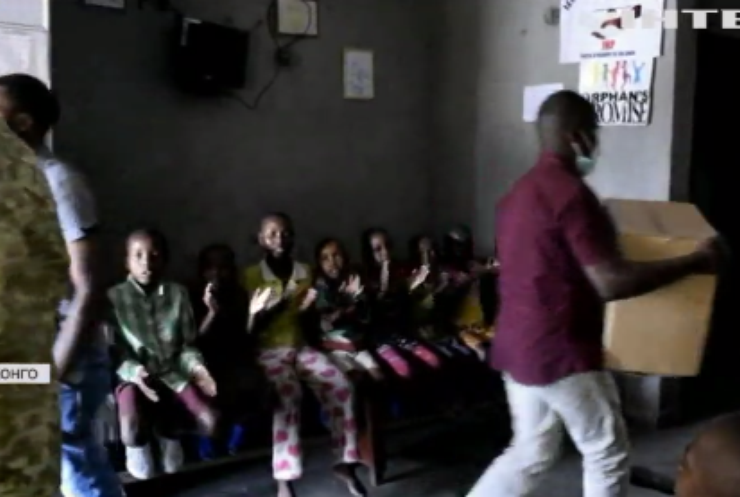 Миротворці у Конго: дітям-сиротам привозять їжу та іграшки