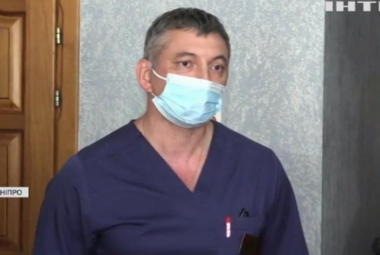 На Дніпропетровщині намагаються врятувати дівчинку з проламаним черепом