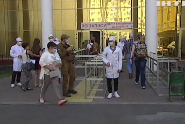 В Україні майже 800 тисяч отримали щеплення проти COVID-19