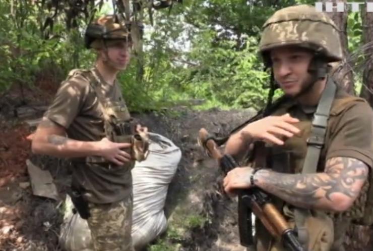 На фронті двоє українських військових підірвалися на міні
