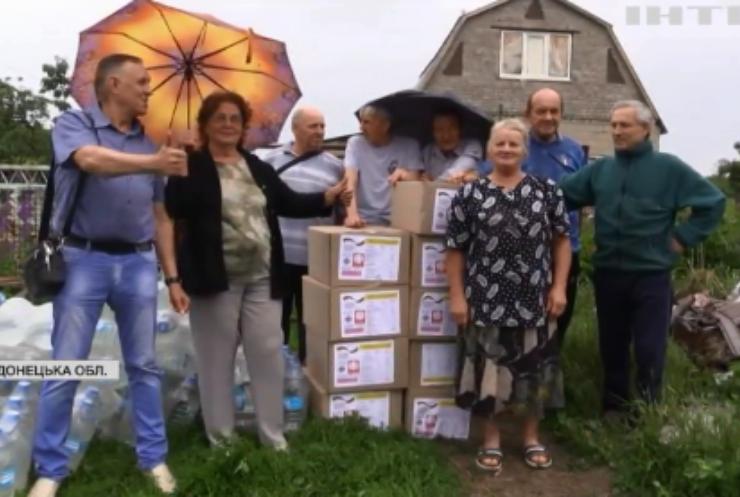 Війна на Донбасі: українські військові забезпечують мирних жителів питною водою