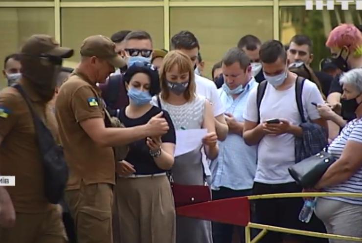 Вакцинація в Україні: організатори не очікували такого ажіотажу