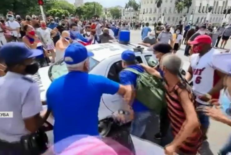 Протести у Кубі: поліція стріляє у мітингарів