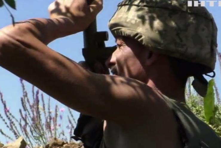 На Донбасі противник ранив трьох українських військових
