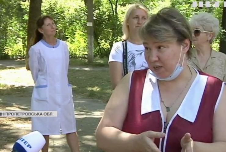 Медики Дніпропетровщини вже третій місяць чекають на зарплату