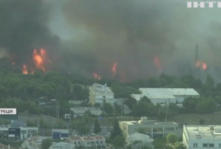 Пожежі у Греції: мешканці тікають зі своїх осель