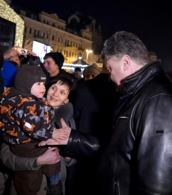ФОТО: Петр Порошенко с женой побывал на главной елке страны