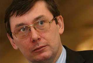 Луценко явился в кабмин с группой поддержки