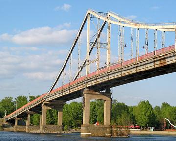 В Киеве отремонтируют пешеходный мост