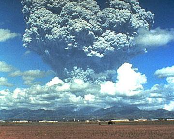 Обнаружено сходство циклонов и вулканических извержений