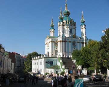 В стилобатной части культового сооружения появились трещины. Фото kievmap.com.ua
