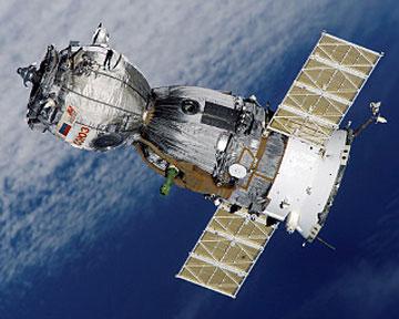 """Космический корабль """"Союз"""" на орбите. Фото NASA"""