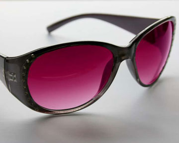 """Выражение """"смотреть сквозь розовые очки"""" имеет биологический смысл. Фото Сlipart.net.ua"""