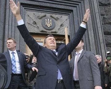 Янукович обязан защитить на всех фронтах