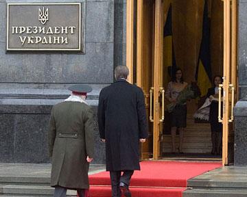 Янукович поручилГенпрокуратуре заняться Тимошенко
