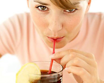 Дело в том, что при употреблении газированного напитка на языке.