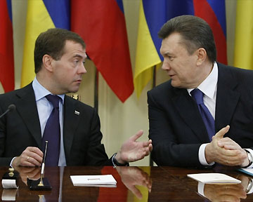Медведев будет жить у Януковича