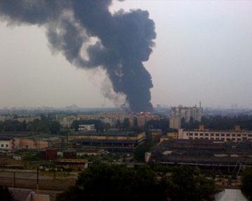 В Киеве на Нивках горит завод (обновляется)