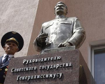 В новогоднюю ночь в Запорожье взорвали памятник Сталину