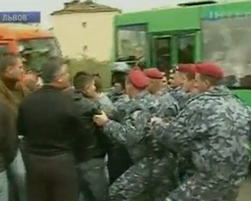 Львовский губернатор подал в отставку после местных волнений в День Победы