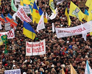 Freedom House предупреждает: Украине грозит революция