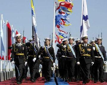 Литвин предложил объединить праздники флотов Украины и России