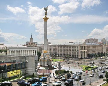 Стройку в центре Киева приостановили
