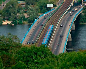 Мост Метро в Киеве закроют на неделю